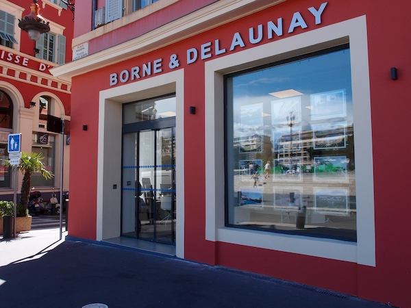 Devanture-agence-borne-delaunay